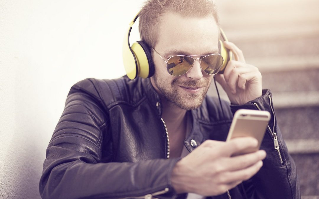5 Business Podcasts That You Should Be Listening To